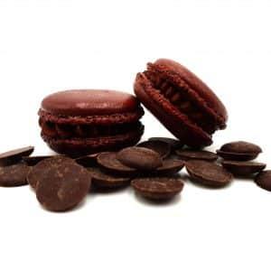 photo macaron saveur chocolat noir