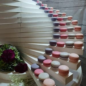 Pyramide escalier de macrons pour un mariage