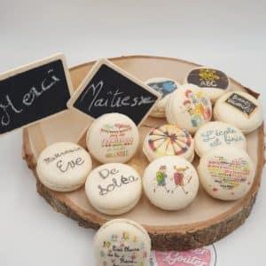 macarons personnalisés pour maitresse coffret de 12